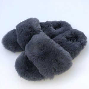 Victoria's Secret large faux fur slide slippers